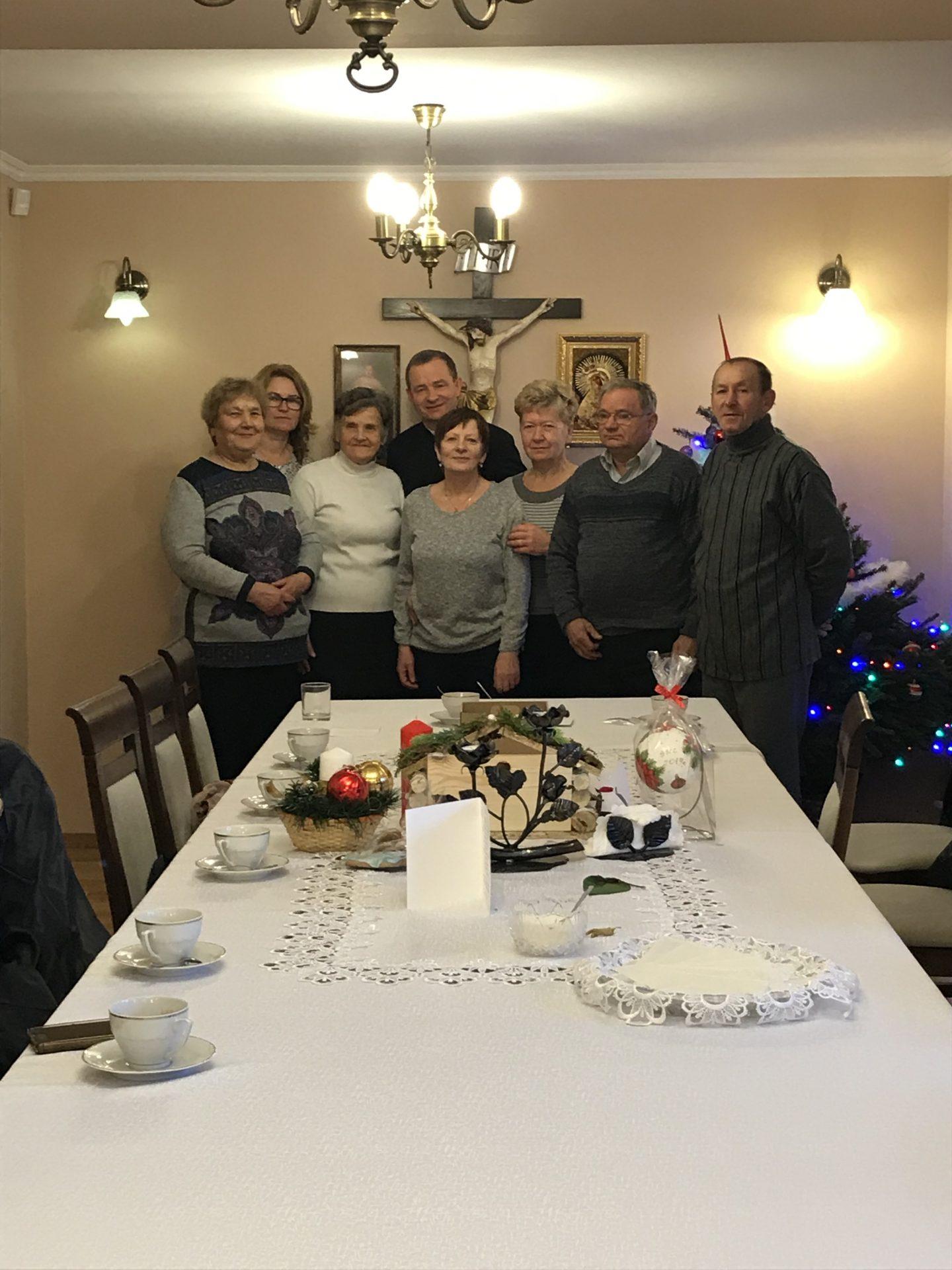 Członkowie założonej Margaretkiw int. ks. prob. Adama Stawarza